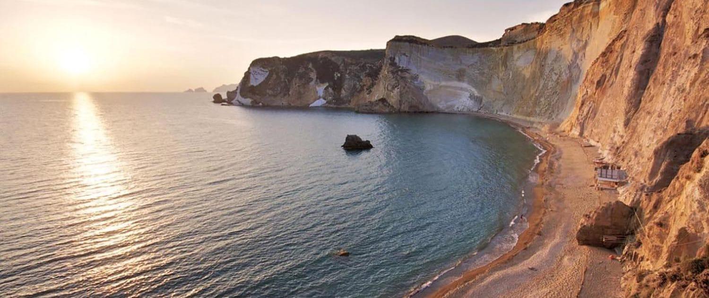 Spiaggia di Chiaia di Luna Ponza - Isole Pontine - Oceania Team - Escursioni ed immersioni alle Isole Pontine - Ponza Palamarola Zannone Ventotene