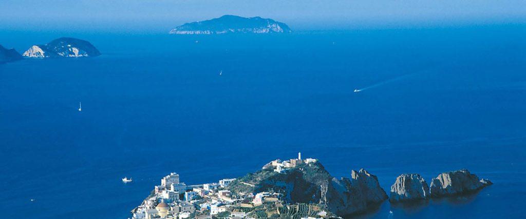 isole-ponziane-immersioni-ed-escursioni-a-ponza-palmarola-zannone-ventotene-con-oceania