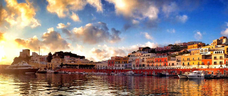 Porto di Ponza - Oceania Team Escursioni e Immersioni a Ponza, Zannone, Palmarola, Ventotene