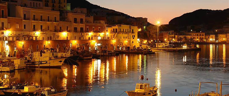 Ponza il porto di sera Immersioni a Ponza con Oceania