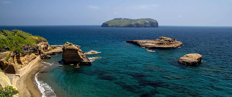Ventotene con Isola di Santo Stefano Immersioni a Ventotene con Oceania.