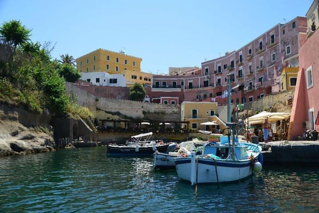 Ventotene il pozzillo del porto romano immersioni a Ventotene con Oceania